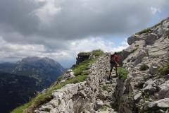 via-meledes-monte-zermula-klettern-13-Abstieg-alter-Kriegssteig-mit-Laufgraeben