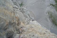 spigolo-sud-pilastro-della-plote-klettern-11-SL7-Tiefblick