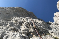 spigolo-sud-pilastro-della-plote-klettern-14-SL9-Paklenica-laesst-gruessen